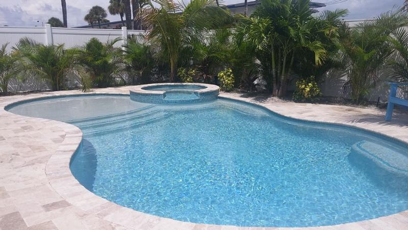 Prachtig verwarmd zwembad en spa