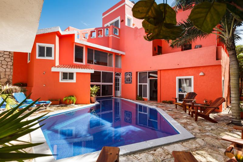 Casa Luna, Ocean front villa with great view and swimming pool surround by lush garden.