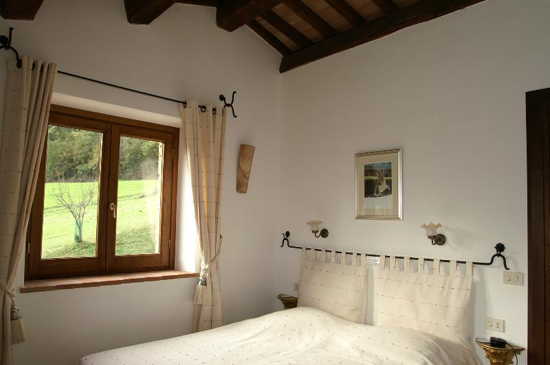 Country Farmhouse Surrounded by Tuscan Hills - Proceno - Bracciano, vacation rental in Trevinano
