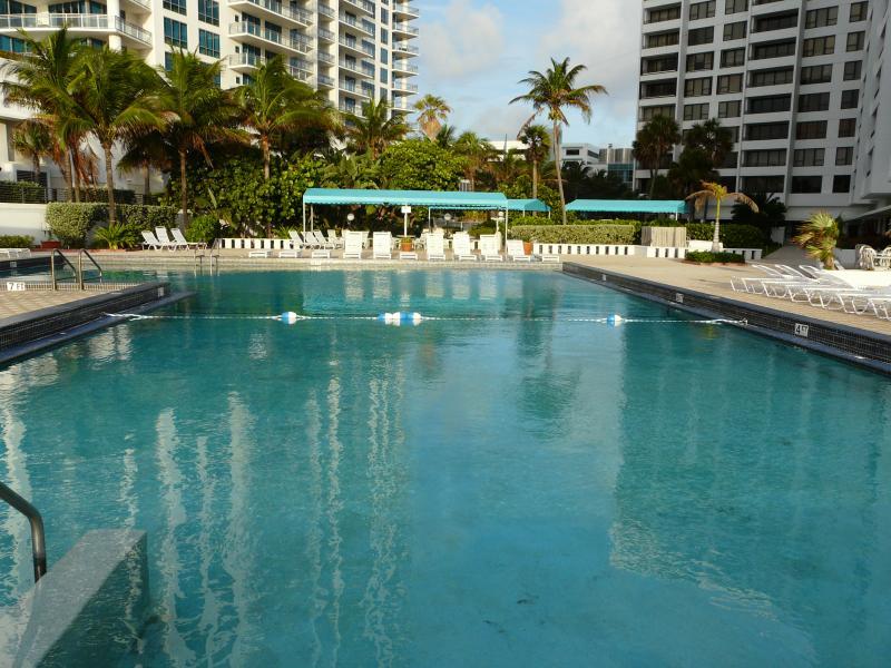 Beachfront, superb 2 bd 2 ba condo with ocean view, alquiler de vacaciones en Hollywood