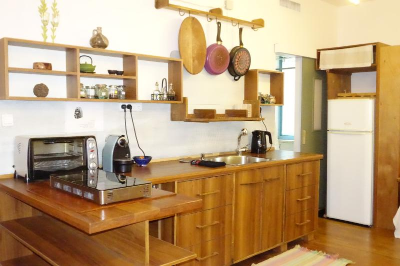 kitchen well equiped