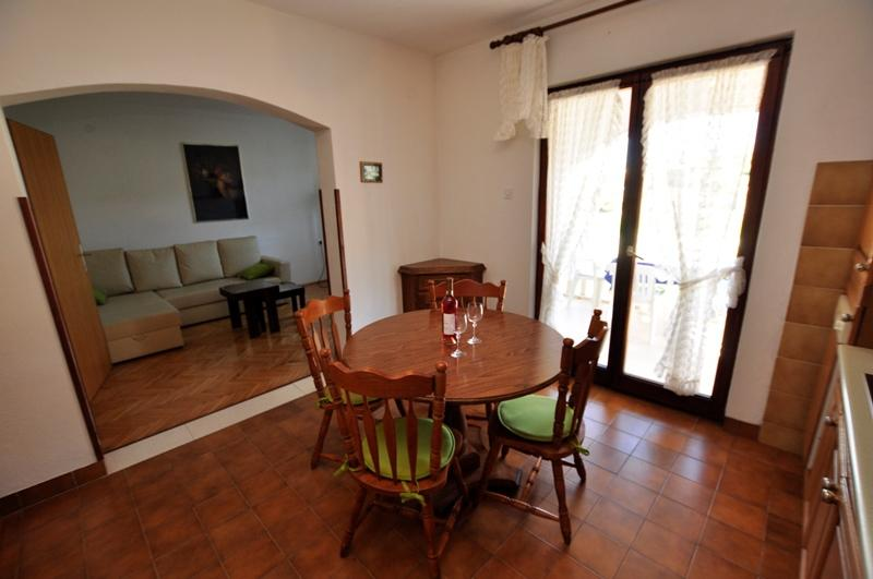 A2(4+2): dining room