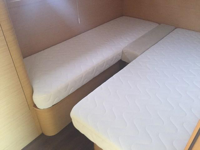 Central room, 2 beds can make a