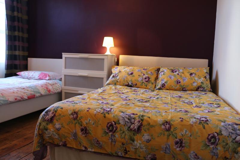Bedroom 2 Double Bed + single bed Sleeps up to 3 people