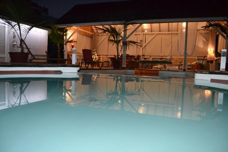Pool, table d ' hôtes