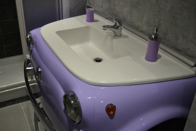 .. il lavabo del bagno di nostra produzione....siamo a 50 metri dalla Stazione termini di Roma...