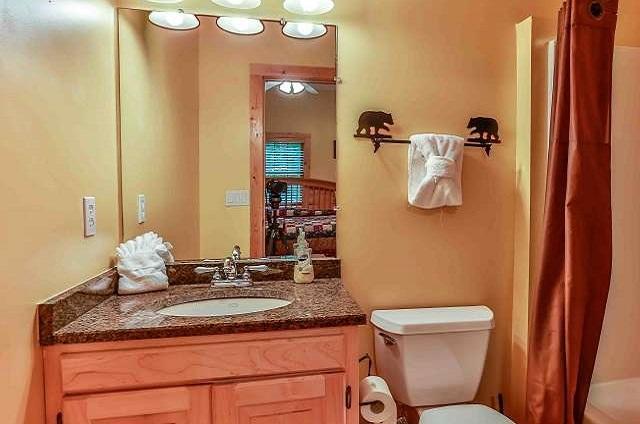 Full Bathroom Tub/shower!