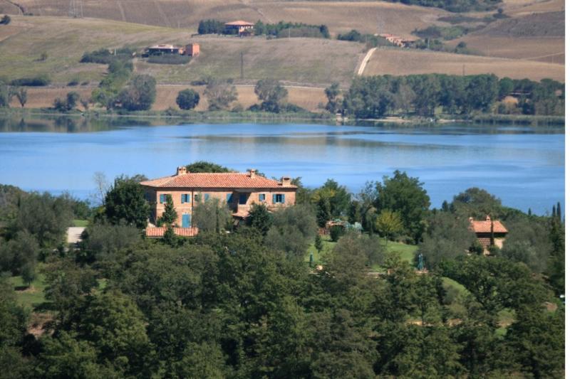 AGRITURISMO GLI ULIVI - TRAMONTO-PO AG.ULIVI, holiday rental in Chiusi