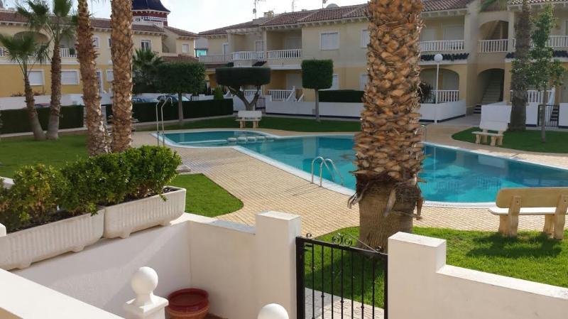 A Beautiful linked villa overlooking the  poolarea, alquiler vacacional en Ciudad Quesada