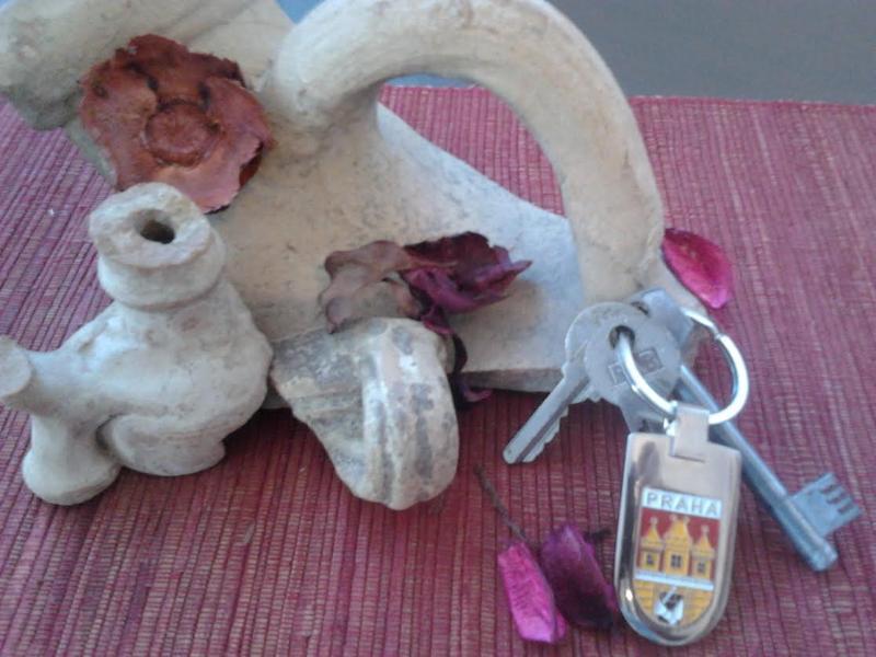 Your apt.Pompeii's keys!
