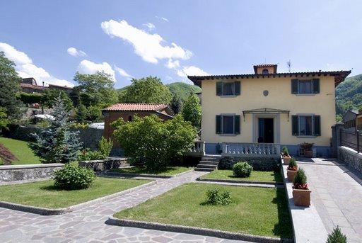 Stunning elegant villa with annexe, vacation rental in San Godenzo