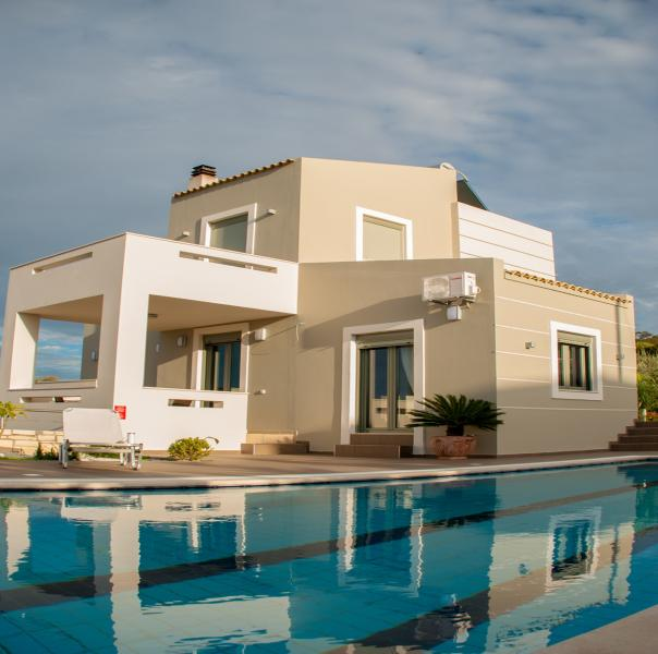 Villa Horizon! New Villa with Full Privacy, Great Sunsets & Dream Outdoor Spaces, holiday rental in Rethymnon