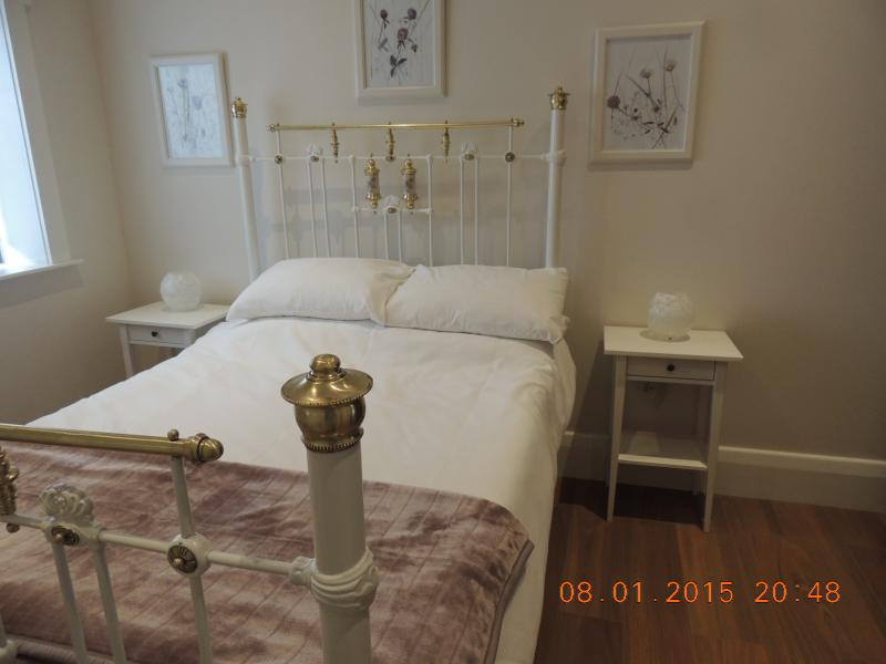 Antique double bed.  All bed lining and towels provided.