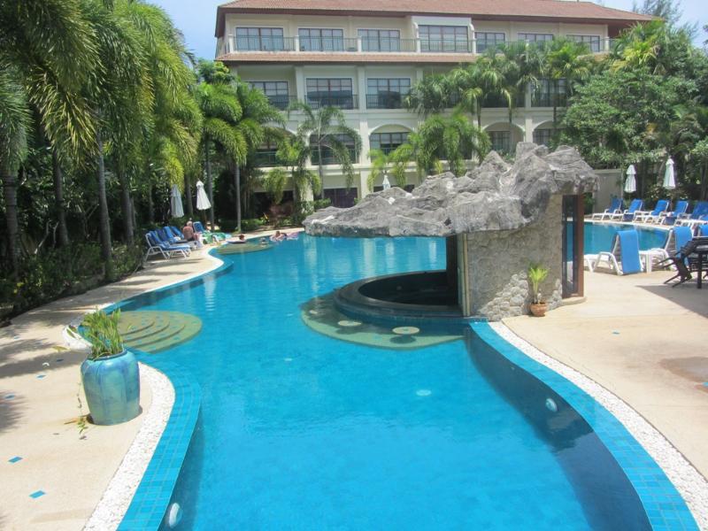 Bangtao executive 2 Bed Apartment-Close beach B22, vacation rental in Bang Tao Beach