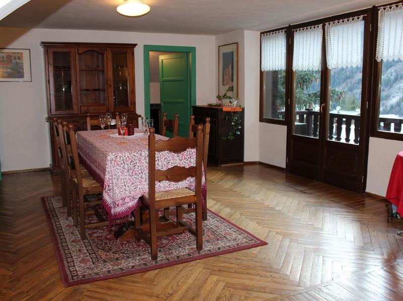 Sala da pranzo con balcone