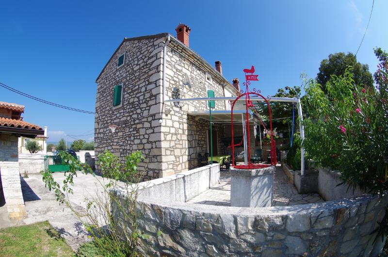 Holiday house Graciela, vacation rental in Rakalj