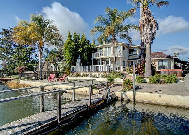 Private Beach w/ Great Views! 4BR Waterfront Home, alquiler vacacional en Novato