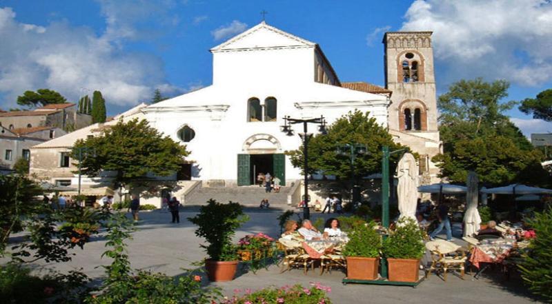 24 Ravello main square