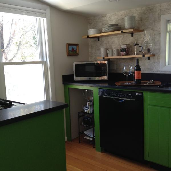 Microwave, Bosch dishwasher and blender