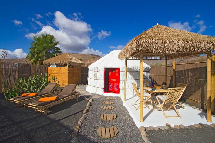 Eco Palm Yurt with Sea views, Solar Pool, Sandy Beach, Play Park, WIFI, Garden – semesterbostad i Arrieta
