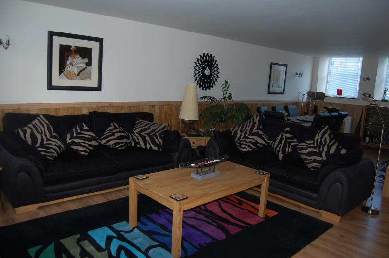 Spacious lounge with TV, DVD, Bose Music System, books, games and toys.