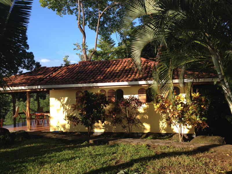 POOL, STUNNING OCEAN VIEW, ECO, WILDLIFE CORRIDOR, holiday rental in Montezuma