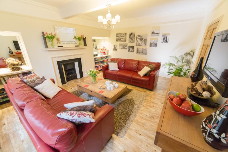 The Boot Room Whitby sleeps 8, holiday rental in Whitby