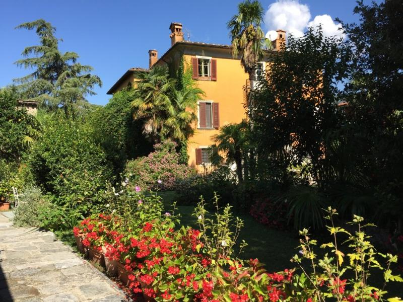 VILLA IN TUSCANY BETWEEN SEA, MOUNTAINS, AND ART- with 5 apartments - MAIN HOUSE, holiday rental in Seravezza