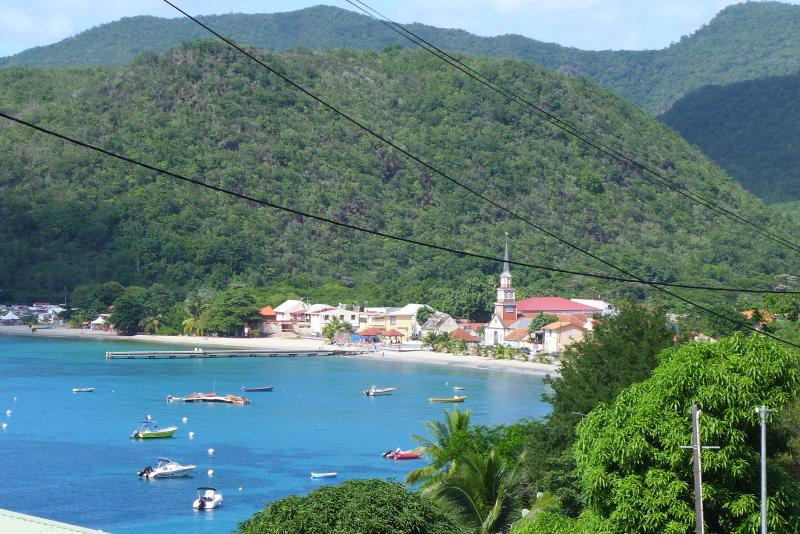 panorama sur le village et la plage des Anses d'Arlet