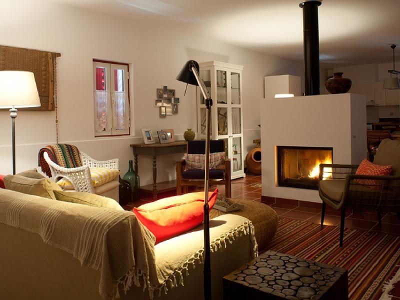 Fonte da Serra : Living room area with fireplace