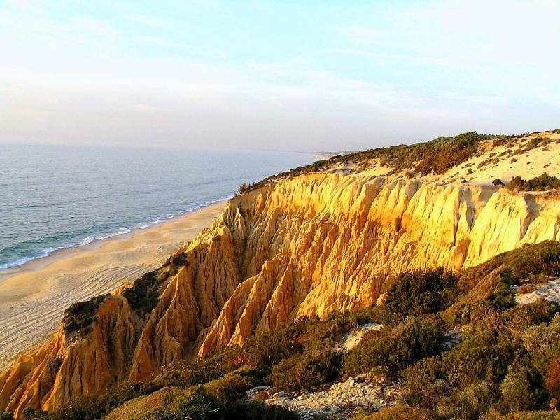 Galé beach : only a 20 min drive from fonte da Serra