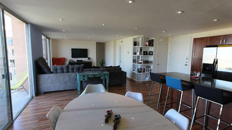 NY STYLE 1 bedroom in Prime location area in LA close to all the bars,malls,coffee shops, grocery st