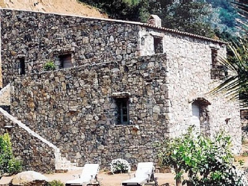 Calvi, luxury spacious traditional  stone house, heated pool, air conditioning., location de vacances à Corse