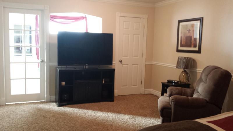Master bedroom 55' TV