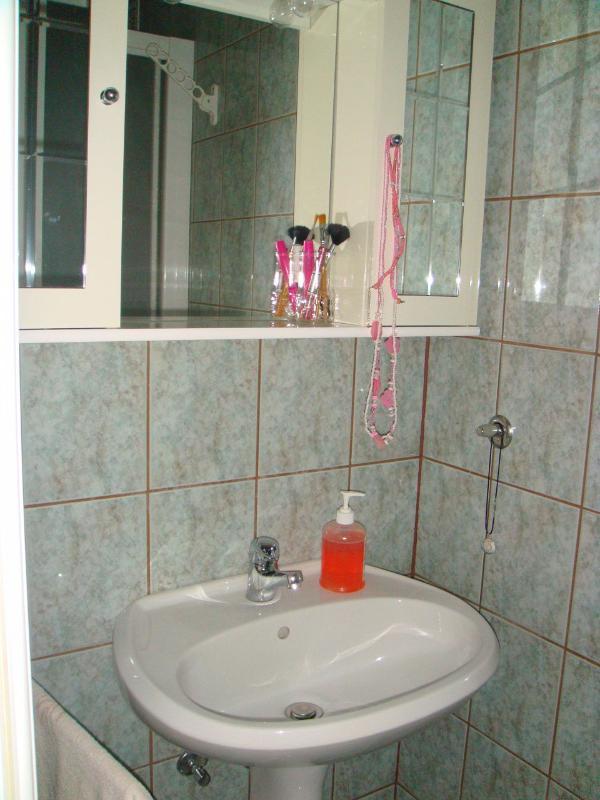 SA2(2): toilet