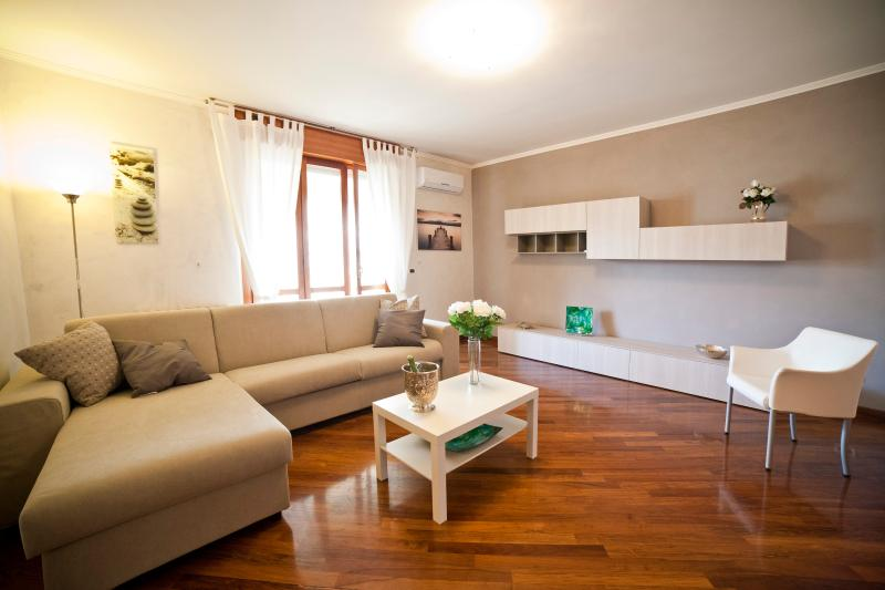 ROMAN HOLIDAYS ALL'EUR, vacation rental in Vitinia