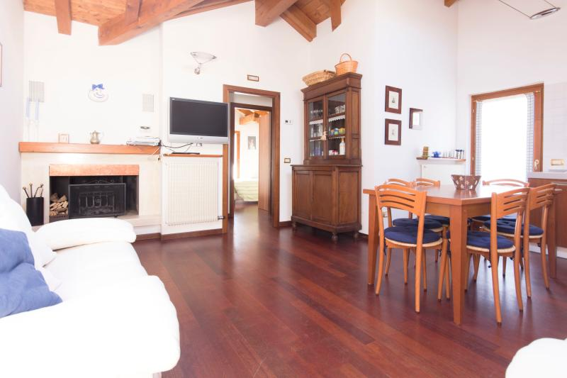 New Attic mountain view, close to the sky area, vakantiewoning in Carisolo