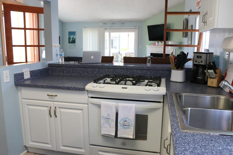 kitchen - all new appliances in 2016 - gas stove and oven