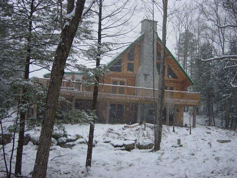 The Perfect Vermont Real Log Cabin House., holiday rental in Richmond