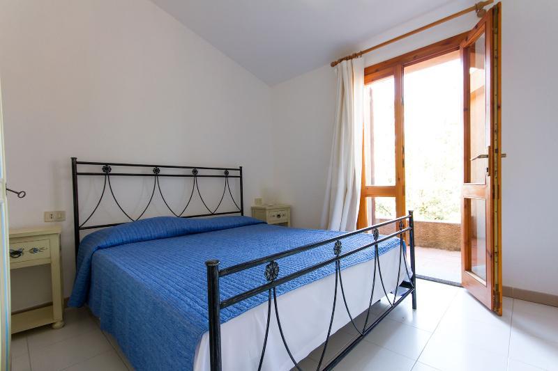 Villa Melania with large veranda and sea view, vacation rental in Costa Paradiso