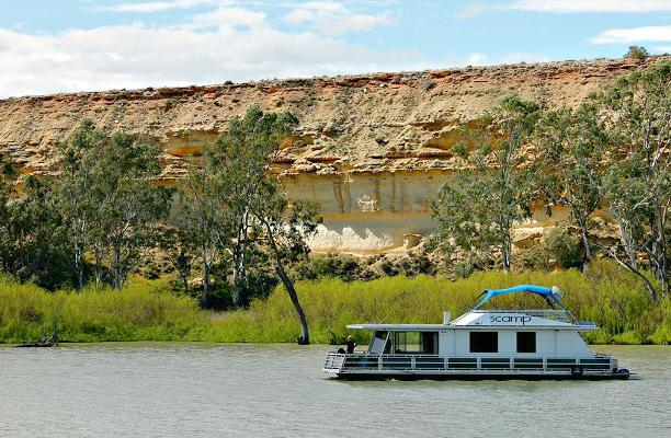 Scamp - 2 Bedroom Houseboat (small 2 - 4 berth), holiday rental in Blanchetown