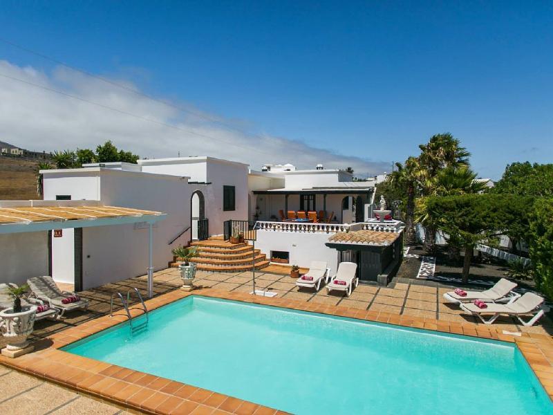 Casa Nicole, Macher, with heated Pool, Wifi and Scenic views, alquiler de vacaciones en Mácher