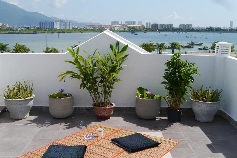Aloe Garden Homestay Ocean View - Top Floor Room, vacation rental in Da Nang