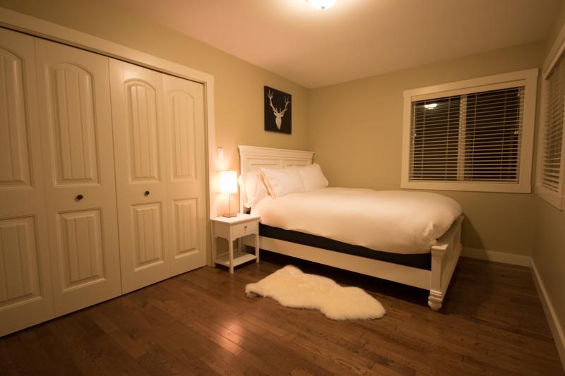 Cozy Queen Room II