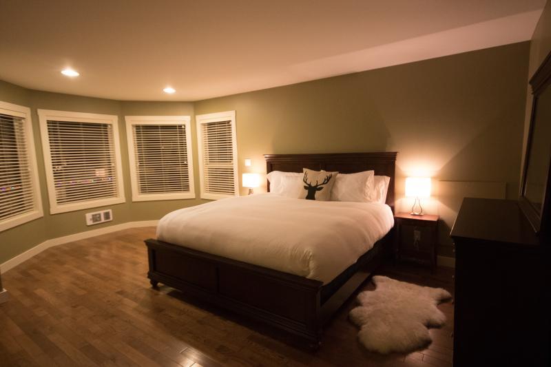 Master King Bedroom with Ensiute