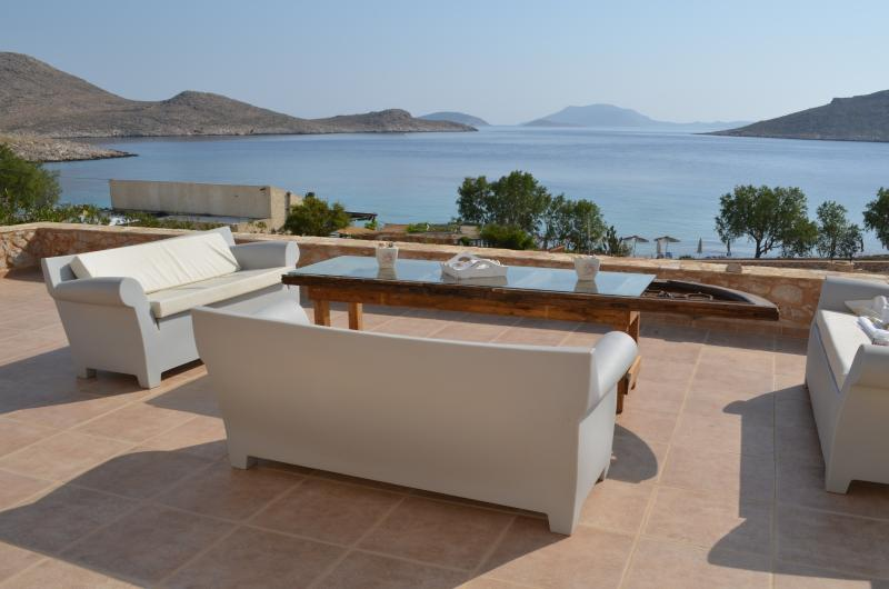 Villa Aristoteles Majestic beach front villa, location de vacances à Tilos