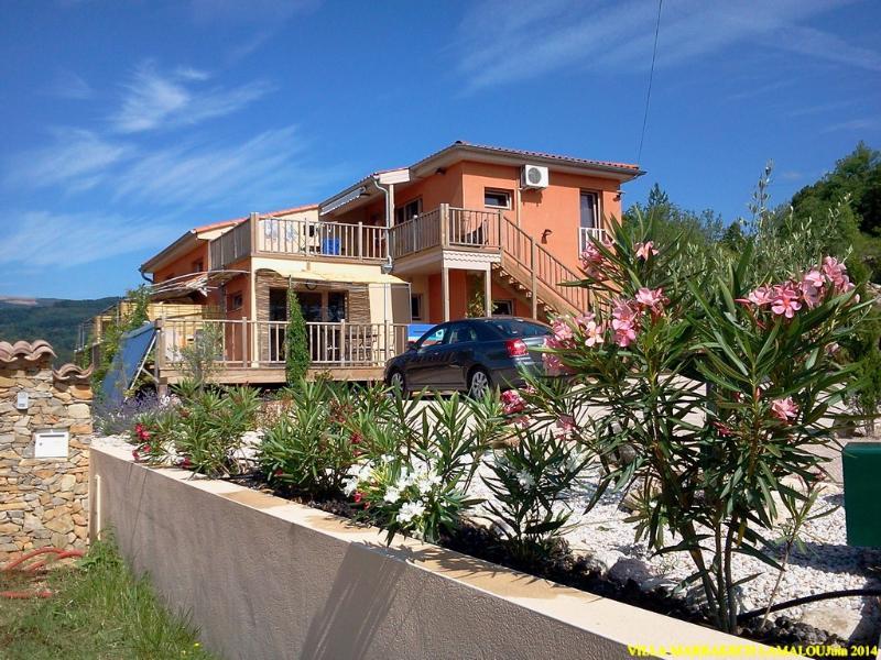 villa contemporaine ossature bois, terrasse bois, soleil permanent vue sud degagéee