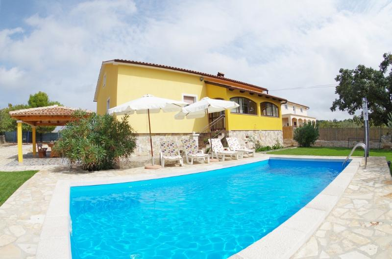 Villa Sandi, holiday rental in Bibici