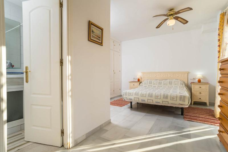 This shows the door leading to the en-suite from the master bedroom