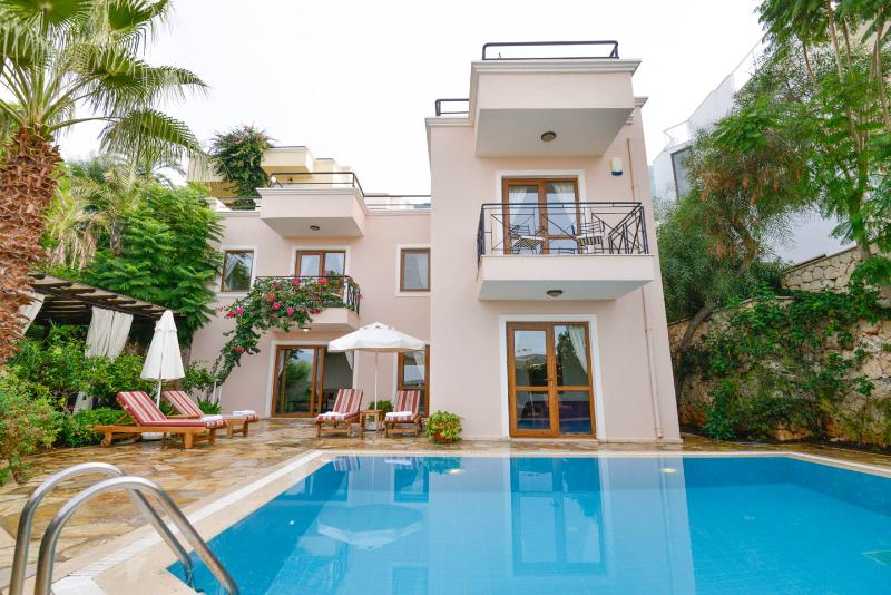 Villa Kahili  with private pool in secluded pretty garden